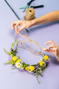 http://www.refinery29.com/how-to-make-a-flower-crown#slide-14http://www.refinery29.com/how-to-make-a-flower-crown#slide-14
